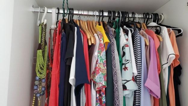 roupas femininas guarda-roupas viagem minimalista