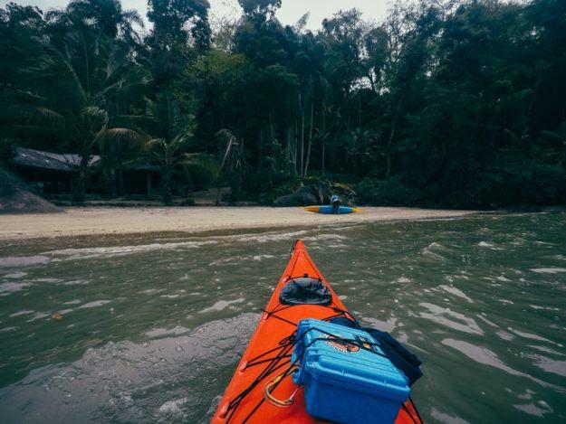praia das conchas passeio de caiaque em paraty