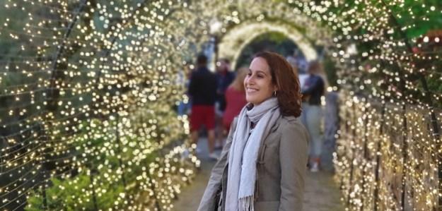 mulher luzes natal monte verde ou campos do jordao