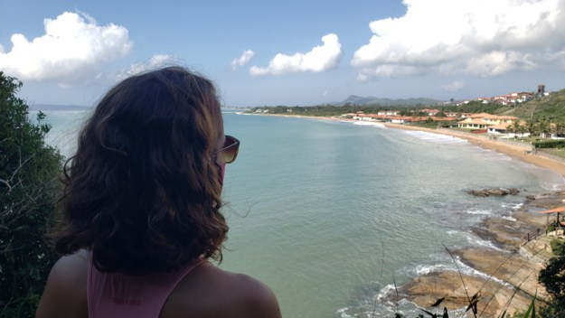 mulher praia rasa trilhas em búzios