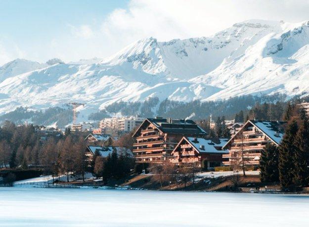 casas montanhas nevadas seguro viagem suiça