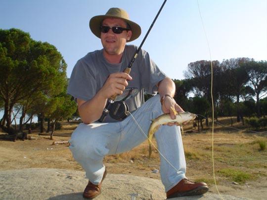 Pesca de barbos con mosca seca