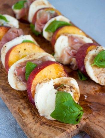 Vicky van Dijk | Caprese salade met perzik en rauwe ham