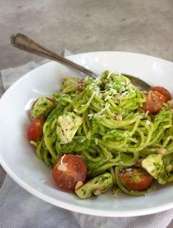 Vicky van Dijk | Romige avocado spinazie pasta met kipfilet en cherrytomaatjes