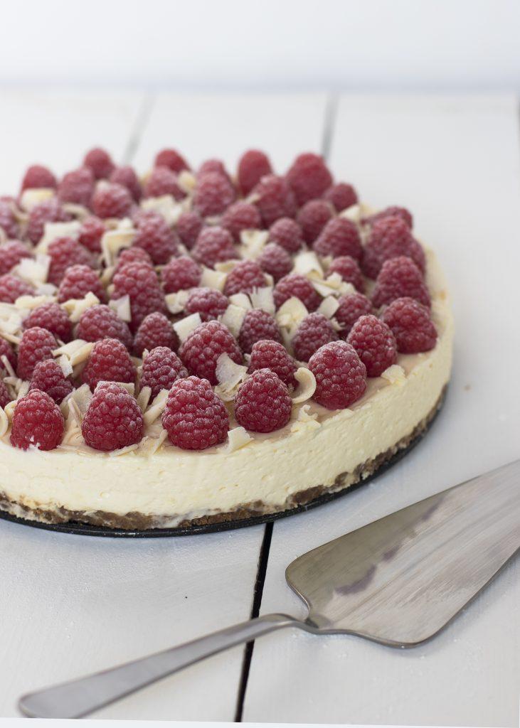 Witte chocolade cheesecake met lemoncurd en frambozen