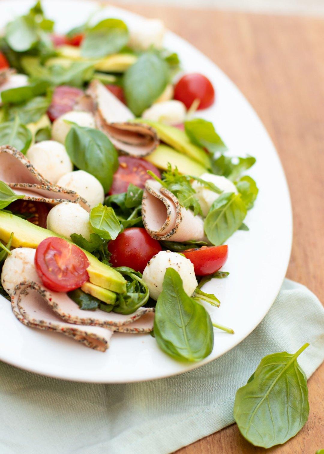 Frisse salade caprese met Stegeman Veggie Broodbeleg