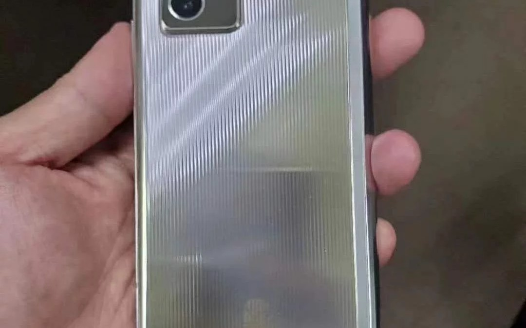 Samsung Galaxy W21 5G Live Image Leaked Ahead of Launch