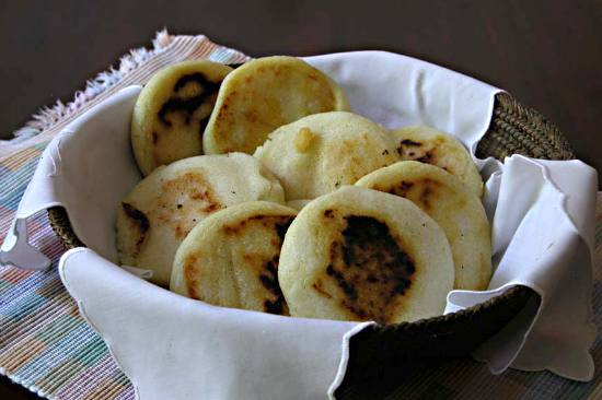 https://i1.wp.com/www.victoria-adventure.org/more_than_links_images/VIC4/arepas1.jpg