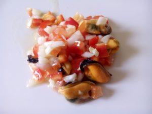 Salpicón mejillones. Un palto fresco, sencillo y sano que combina los mejillones con varias verduras. ¡Un placer para el paladar!