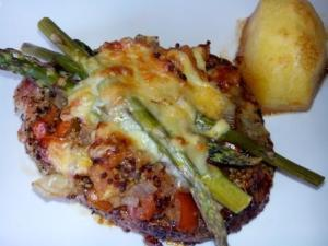 LOMO PRIMAVERA, es una combinación de lomo con verduras, especias y un acabado de queso gratinado. Sabroso y con una delicada presentación.