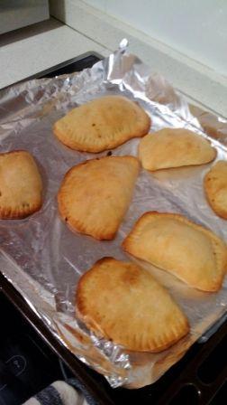 """EMPANADILLAS """"CARMELI"""". Una recetade mi hija, una cocinera novata que, poco a poco, se va atreviendo con masas para hornear. ¡Bravo!"""
