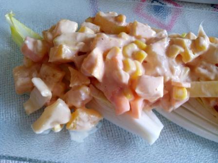 ENSALADA TROPICAL con piña, maíz y trocitos de queso y jamón york. Una forma simple y original de conquistar a tus invitados. Ideal para verano.