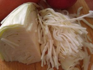Ensalada de col con manzana