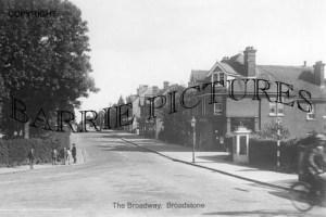Broadstone, The Broadway c1940