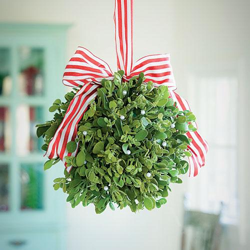 mistletoe-ball_sl.jpg