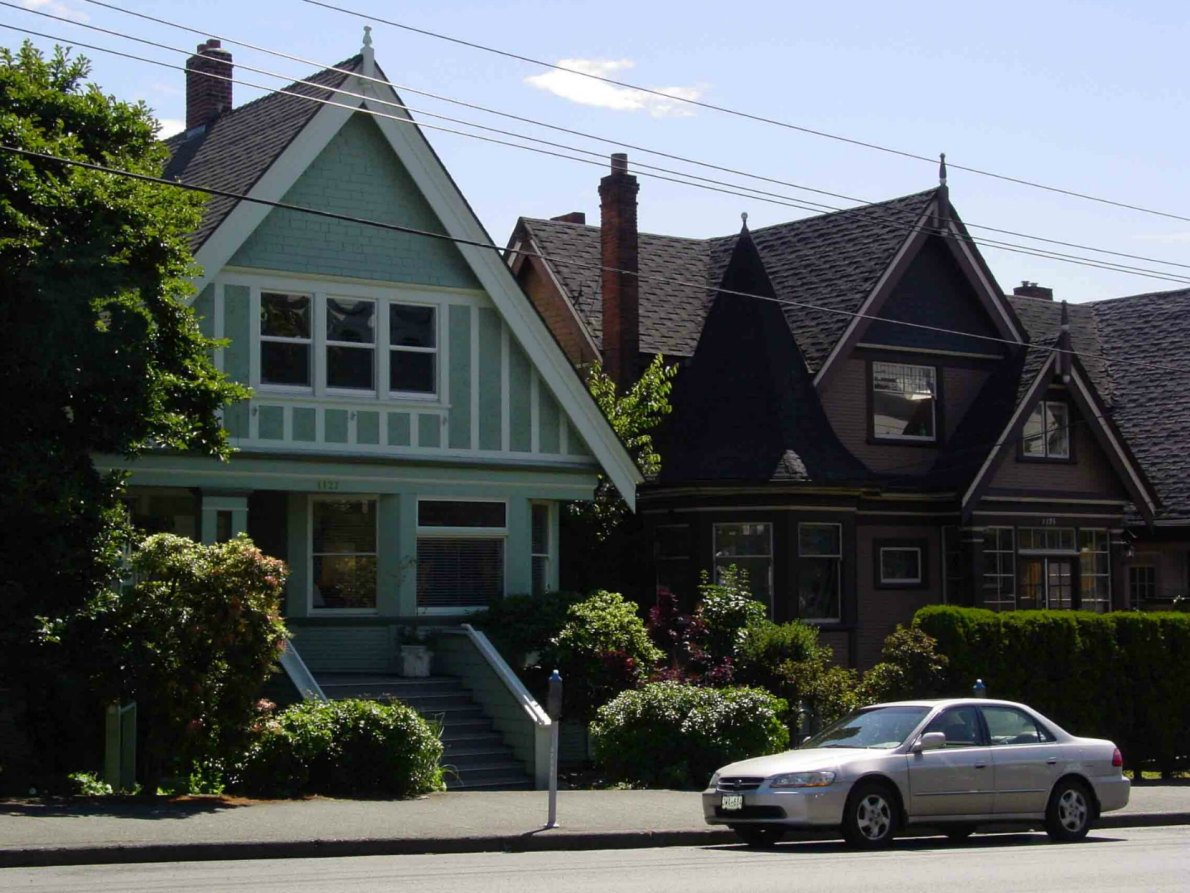 1127 Fort Street (left) and 1125 Fort Street in 2005 (photo by Victoria Online Sightseeing)