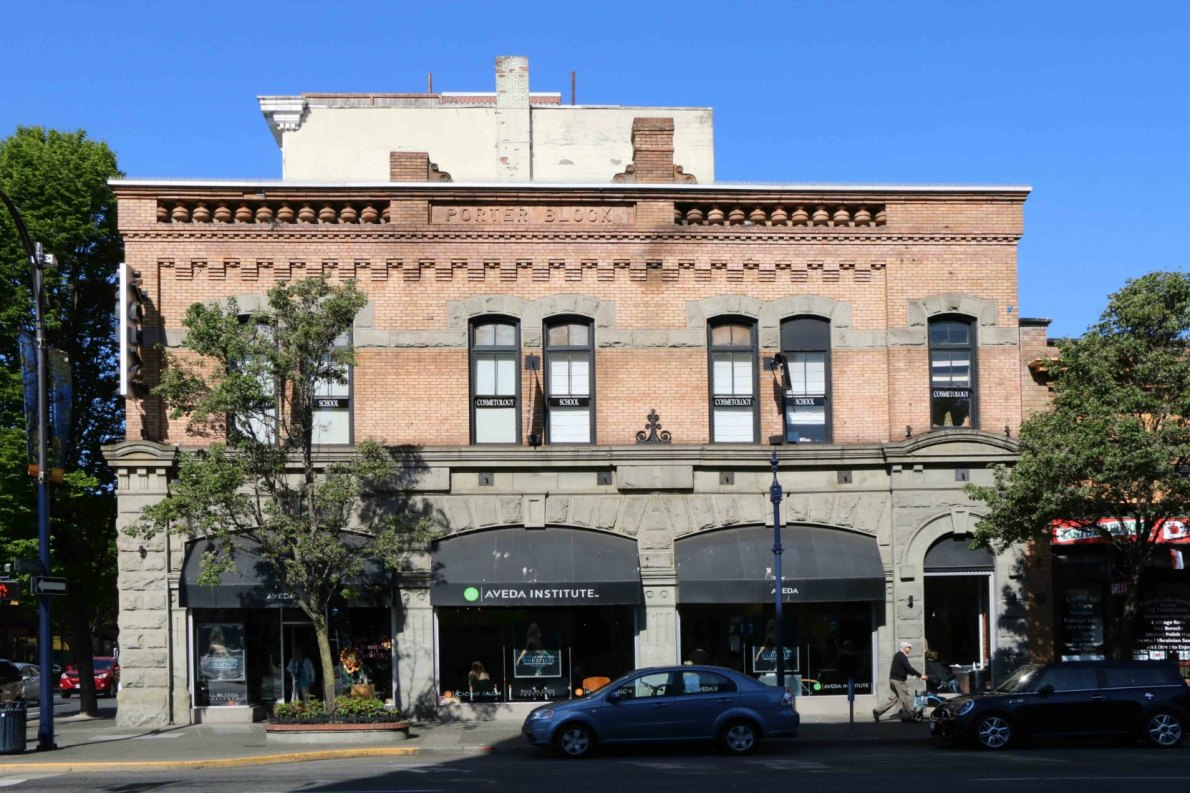 The Porter Block, 1402-1406 Douglas Street. Built in 1900 by architect William Ridgway Wilson for Robert J. Porter, who used the main floor for his butcher shop, R. Porter & Sons. (photo by Victoria Online Sightseeing Tours)