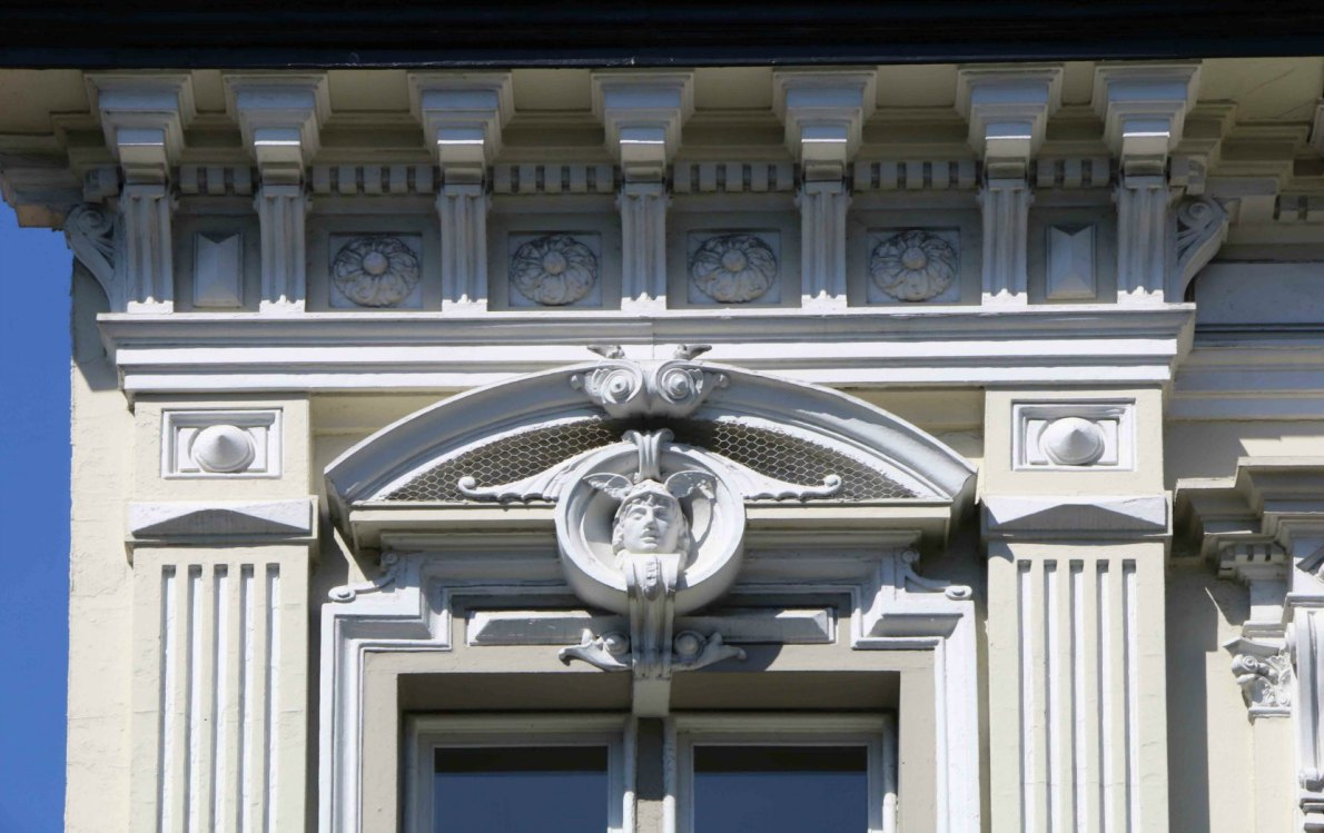 Decorative architectural detail on 1022 Government Street, built in 1885 by architect Warren H. Williams, who also designed Craigdarroch Castle. (photo by Victoria Online Sightseeing)