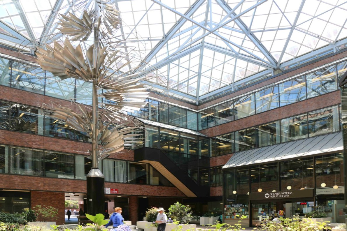 The courtyard and atrium of 735 Broughton Street
