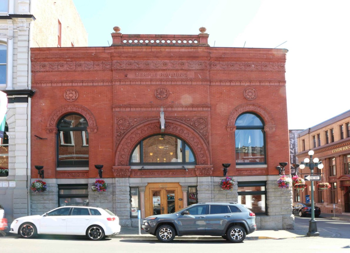 The Temple Building, 525 Fort Street, designed by architect Samuel Maclure (photo by Victoria Online Sightseeing Tours)