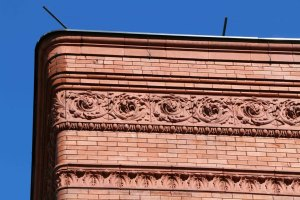 Architectural detail on the Temple Building, 525 Fort Street, designed by architect Samuel Maclure (photo by Victoria Online Sightseeing Tours)