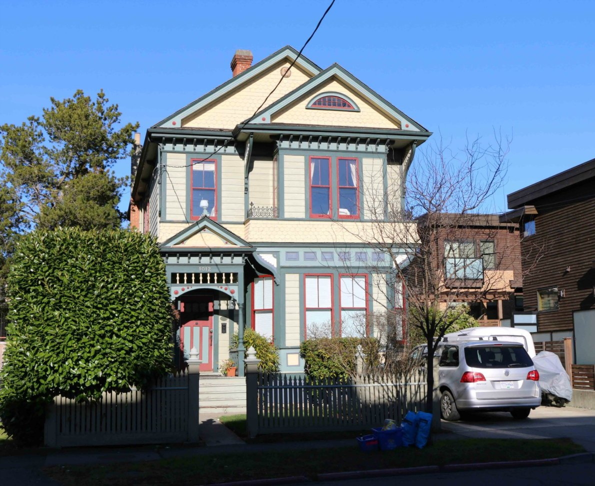 1012 Richardson Street, built in 1892 by architect John Teague (photo by Victoria Online Sightseeing Tours)