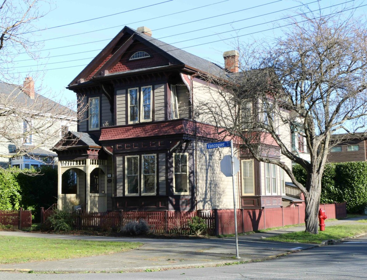 725 Vancouver Street, built in 1892 by architect John Teague (photo by Victoria Online Sightseeing Tours)