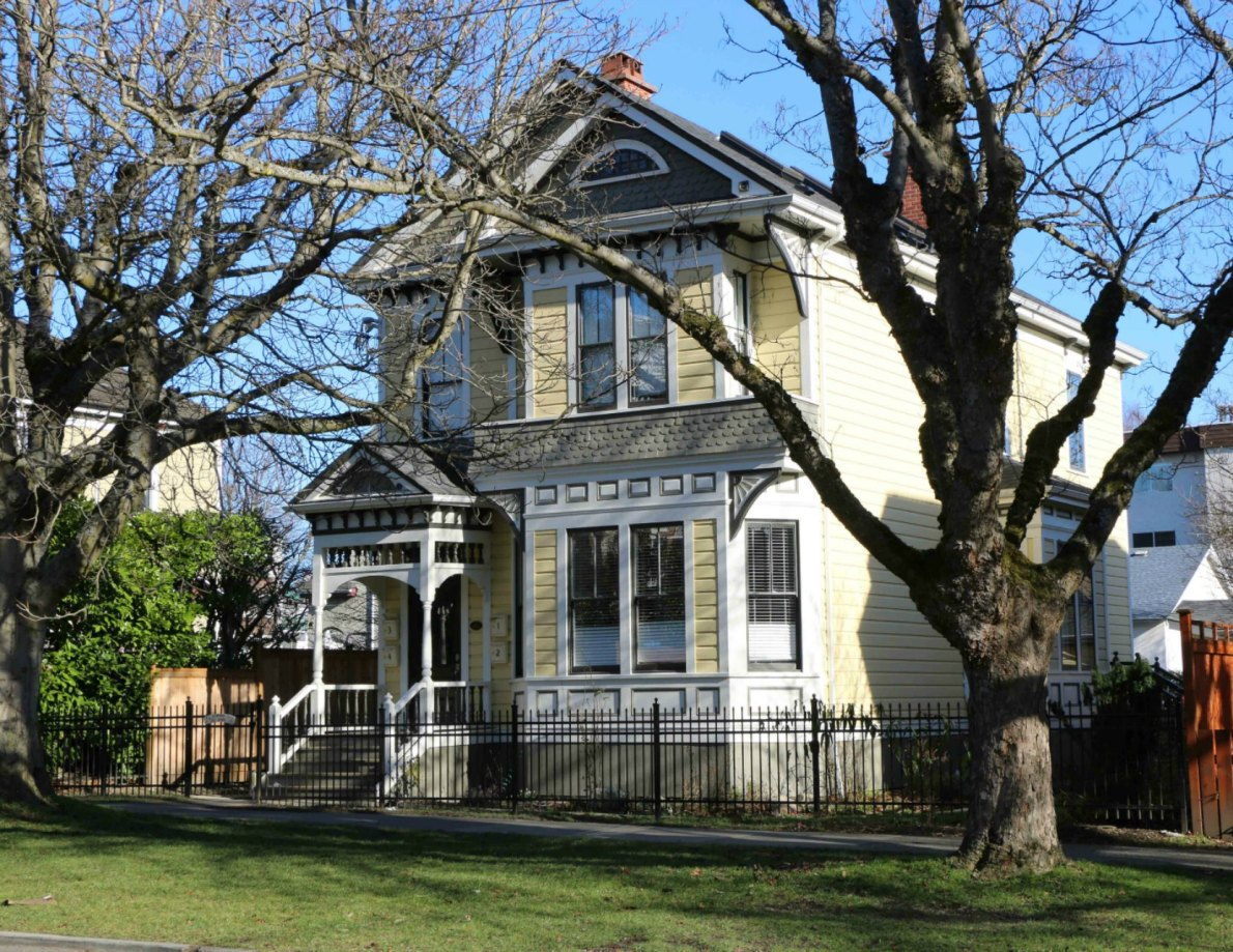 737 Vancouver Street, designed and built in 1892 by architect John Teague (photo by Victoria Online Sightseeing Tours)