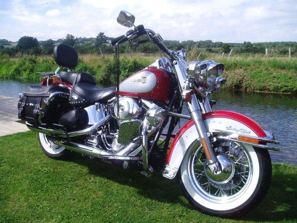 Primeira locadora de motos de luxo