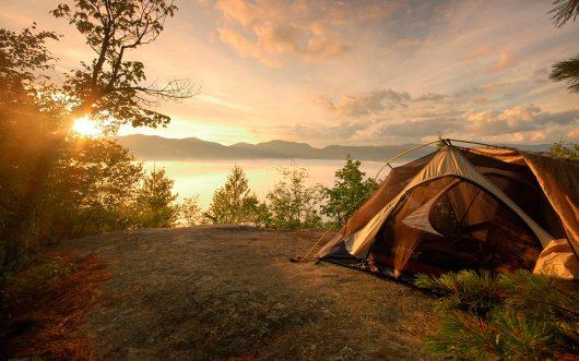 Acampamento ou camping