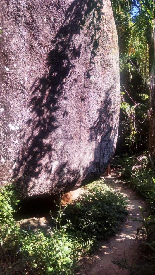 Pedra trilha Morro do Macaco