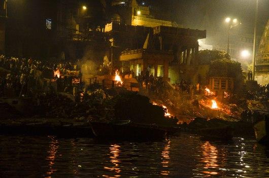 Cremação no Rio Ganges