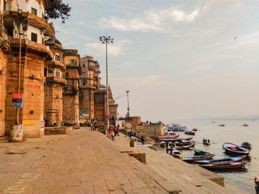 Barcos nos ghats em Varanasi