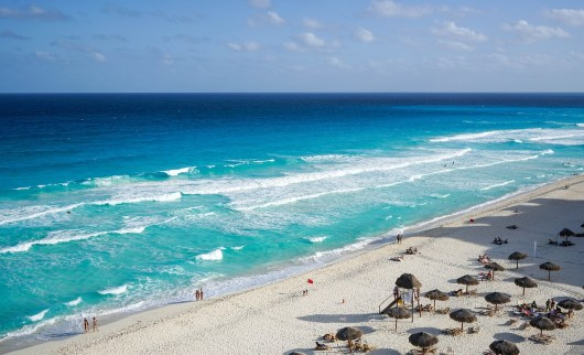Quem não se encanta com o mar do Caribe de Cancun?