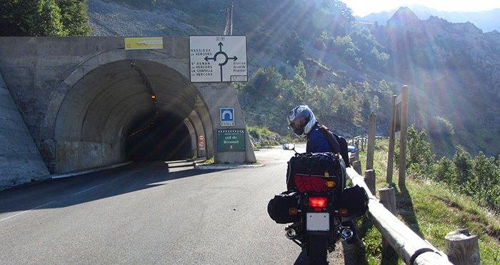 Viajar en moto: Honda CB 750 Sevenfifty en los Alpes italianos