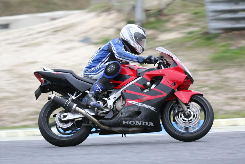 Honda CBR 600 F 2007 - Circuito del Jarama - Curso JMR