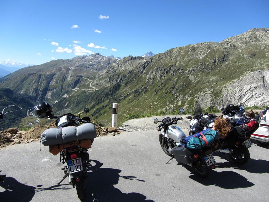 Viaje en moto a los Alpes: vistas desde el Furka Pass