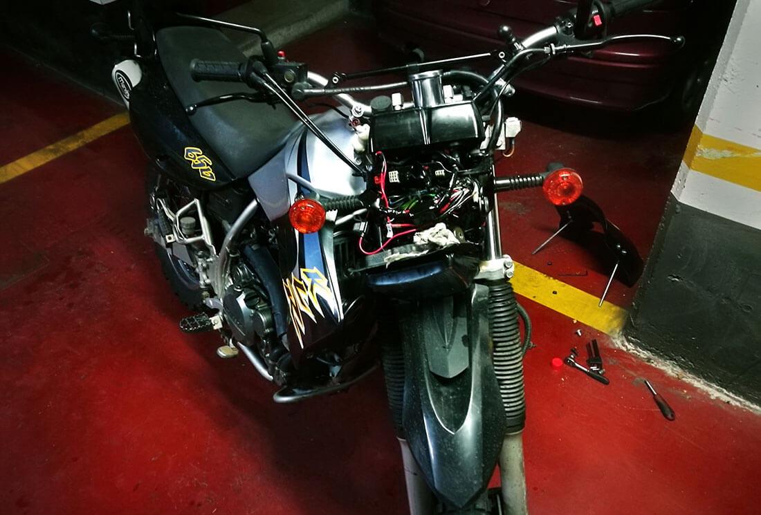 Avería en la moto: ¡¡sin luces!!