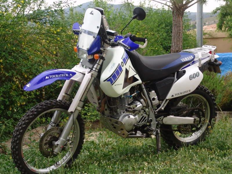 Yamaha TT 600 del Komando Pupas lateral izquierdo