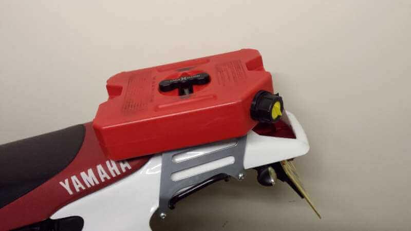 Parrilla con rotopax y depósito auxiliar de Yamaha TTR