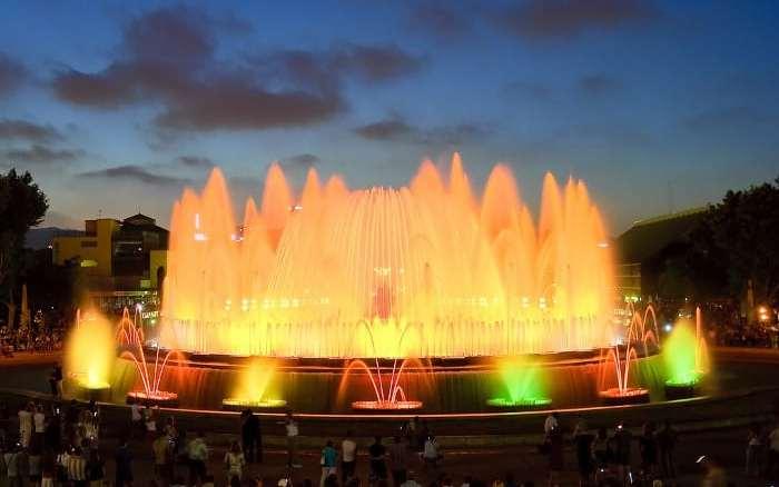 Співаючі фонтани в Барселоні