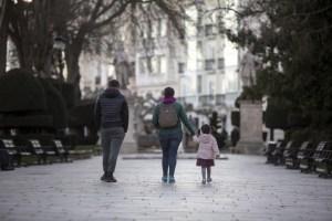 Минздрав Испании проверит расписание прогулок детей