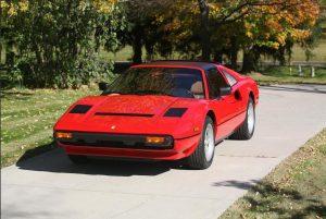 Lembra da série Magnum ? A Ferrari que ele dirigia vai para leilão e pode ser sua.
