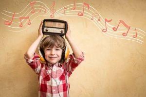 Como a música pode influenciar no desenvolvimento de uma criança?
