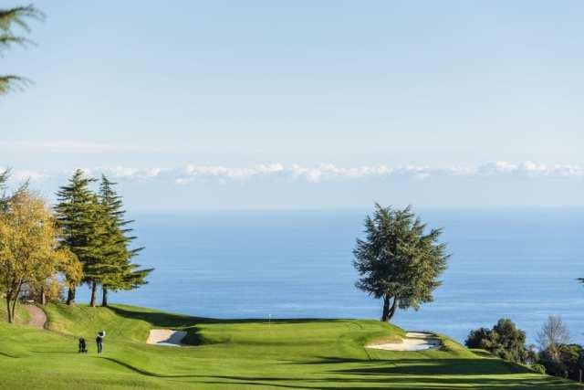 Conheça quatro campos de golfe com cenários incríveis pelo mundo