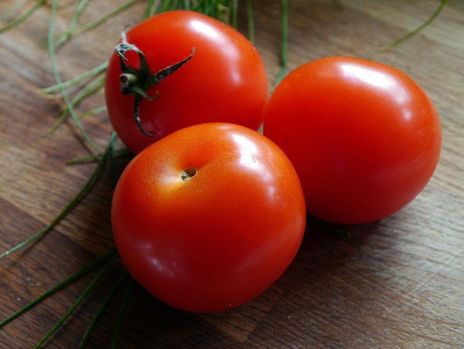 tomate contiene vitamina k