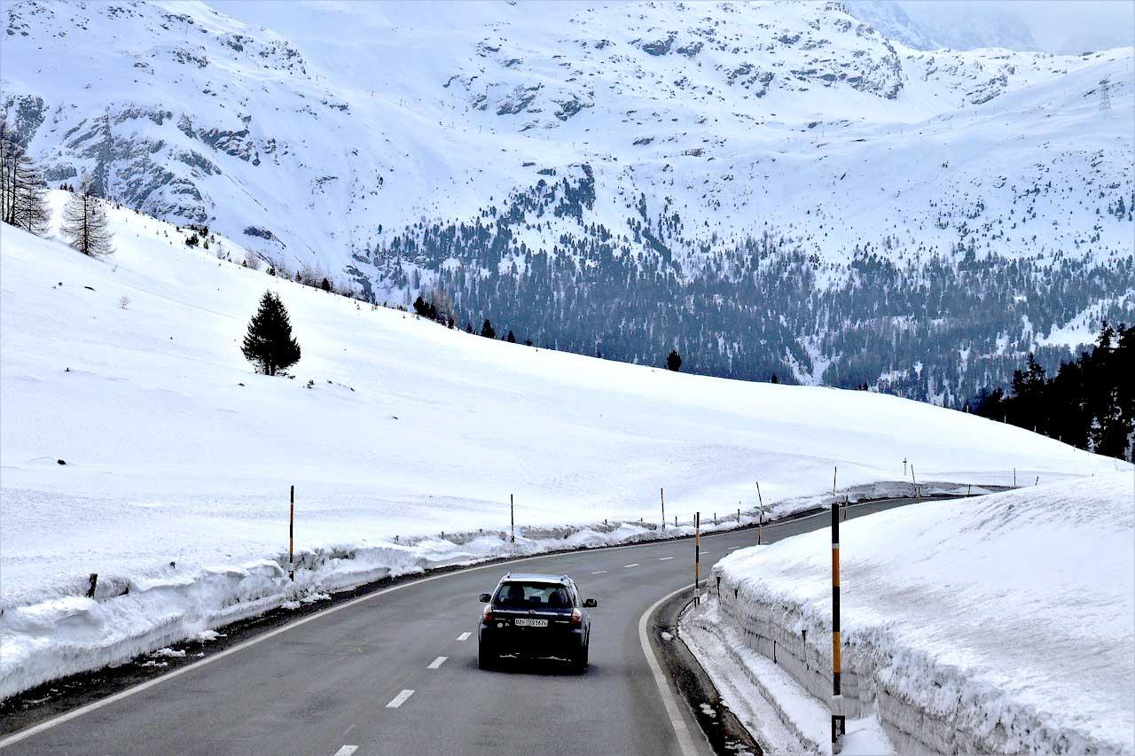 Carro na Suíça