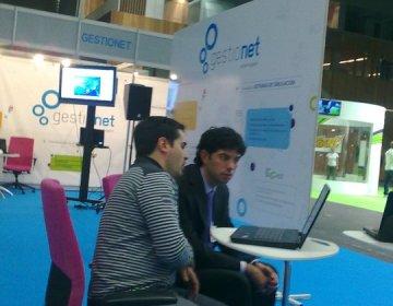 El gerente Juan de Miguel en el stand de Gestionet Multimedia