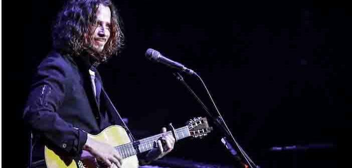 Chris Cornell:  Si è ucciso con una banda elastica