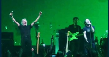 """Vedder and Waters -""""Comfortably Numb"""" in Chicago: Watch"""